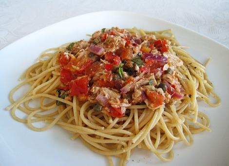 SpaghettiWithTomatoTuna470